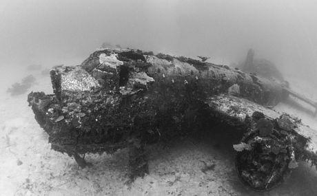 Cận cảnh nghĩa địa máy bay dưới đáy Thái Bình Dương - 3