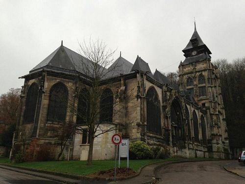 Nhiều nhà thờ cổ rêu phong