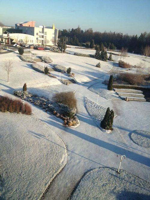... đã nhường chỗ cho mùa đông tuyết trắng ở Ostrava (CH Czech)