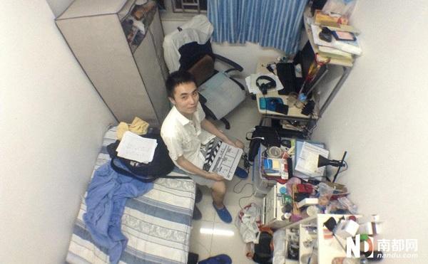 Cổ Hân hiện đang làm việc cho một hãng phim, đã có 5 năm sinh sống ở đây. Để tiết kiệm chi phí sinh hoạt, anh cùng người bạn thân thuê chung một phòng trọ chỉ rộng 6m2 với giá 4200 HKD (khoảng 11,5 triệu đồng). Tuy nơi ở chật chội, điều kiện sống không thoải mái nhưng Cổ Hân vẫn cảm thấy việc đến Hong Kong là một quyết định chính xác.