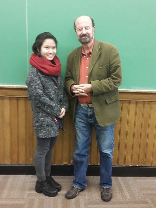 Người thầy ngoại quốc truyền cảm hứng đóng góp vào đóng góp lĩnh vực giáo dục cộng đồng cho Thùy Trang.
