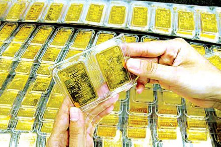 Giá vàng và USD tiếp tục đi xuống - 1