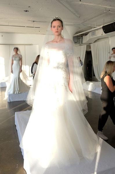 Những mẫu váy cưới tuyệt đẹp cho mùa thu đông - 17