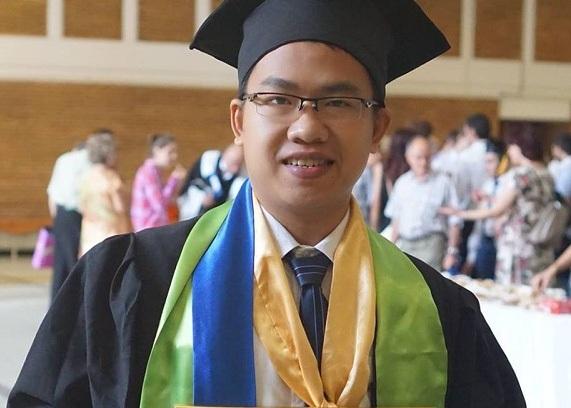 Nguyễn Sử Phương Phúc với danh hiệu Thủ khoa tốt nghiệp ĐH Bách khoa Bucharest (Romania)