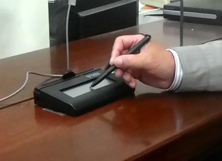 Người xin cấp GPLX quốc tế phải thực hiện chữ ký điện tử vào thiết bị ghi nhận trực tiếp