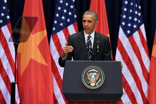 Tổng thống Obama sử dụng máy nhắc chữ trong bài phát biểu tại Trung tâm Hội nghị Quốc gia ngày 23/5 (Ảnh: Quý Đoàn)