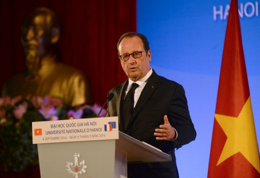 Tổng thống Pháp Francois Hollande phát biểu tại Đại học Quốc gia. (Ảnh: AFP)