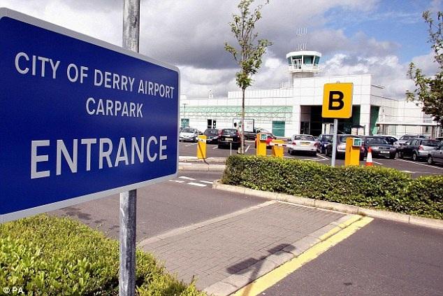 Susan Boyle đã được tới phòng nghỉ tại sân bay để đợi người trợ lý tới giúp đỡ.