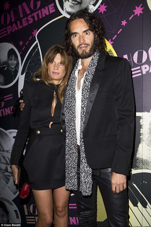 Trước khi tái hợp với Laura vào tháng 9 năm ngoái, Russell hò hẹn với Jemima Khan.