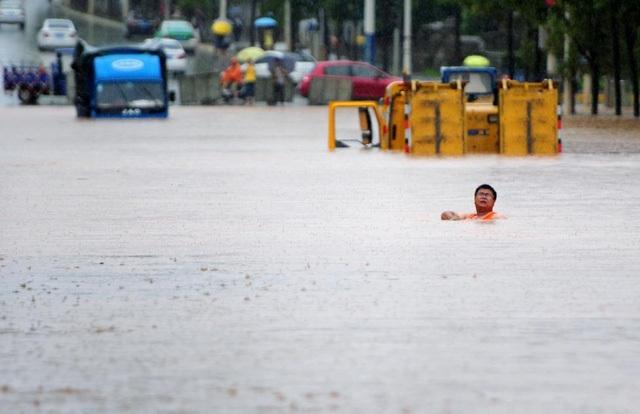Một đoạn đường ngập lũ ở Giang Tây. (Ảnh: Reuters)