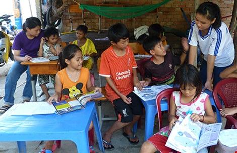 Sĩ số lớp học ngày càng ít đi vì nhiều em phải nghỉ học để theo cha mẹ chuyển sang làm ở các công trình khác. (Ảnh: Thanh Tuyền)