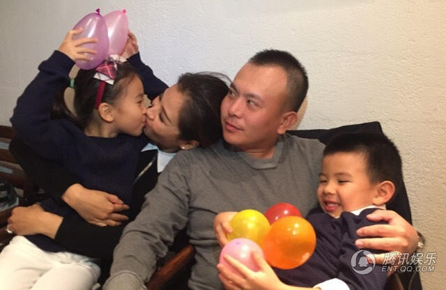 Lưu Đào và ông xã vốn là một doanh nhân làm việc ngoài làng giải trí đã cùng nhau vượt qua sóng gió đề gìn giữ hôn nhân. Lưu Đào kết hôn vào năm 2009 sau một thời gian hò hẹn, đám cưới khiến nhiều người choáng váng bởi sự nghiệp của cô lúc đó đang ở đỉnh cao. Sau khi sinh con gái đầu lòng, công việc của ông xã gặp khó khăn, Lưu Đào đã ở bên động viên, làm chỗ dựa cho chồng tiếp tục công việc. Cô sinh con trai thứ hai và nhanh chóng trở lại làm việc vì muốn gánh vác gánh nặng kinh tế cùng chồng. Hôn nhân của họ đã được thử thách bởi khó khăn và thời gian nên ngày càng hạnh phúc.