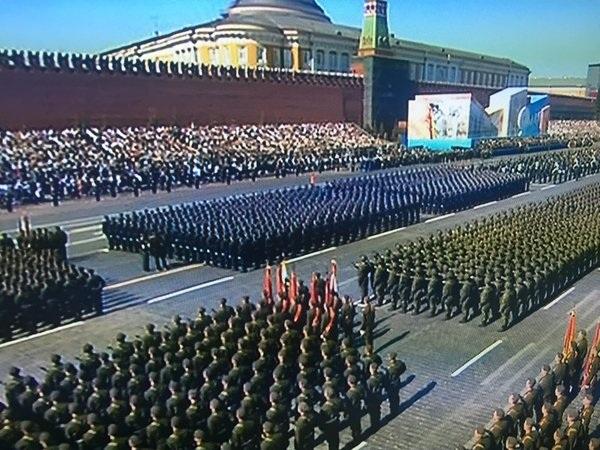 Theo hãng tin Sputnik của Nga, khoảng 10.000 binh sĩ, 135 phương tiện quân sự và 71 máy bay đã tham gia cuộc duyệt binh kỷ niệm 71 năm chiến thắng Phát xít.