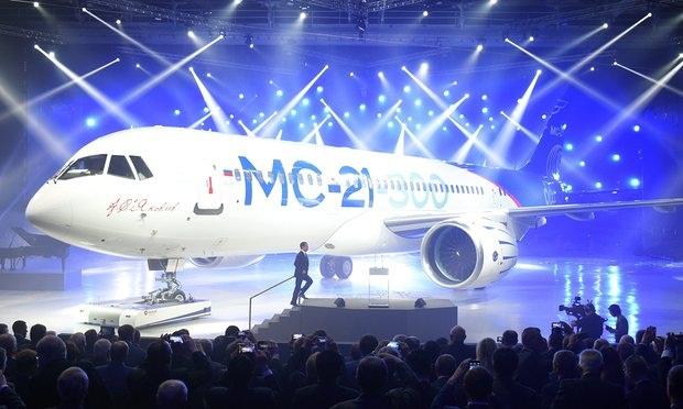 Máy bay chở khách tầm trung MC-21 do Nga chế tạo (Ảnh: Reuters)