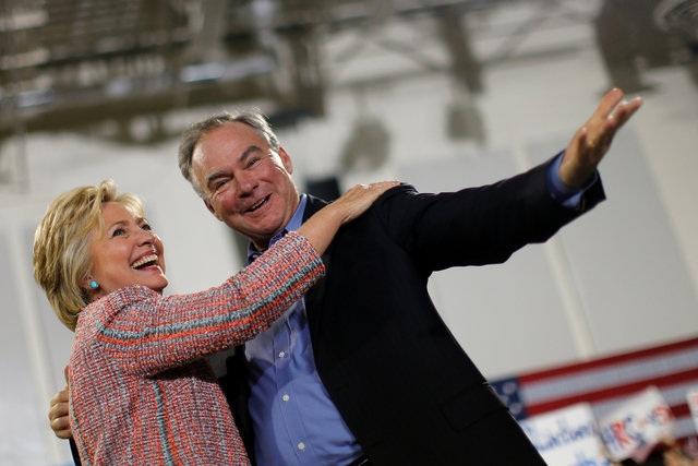 Bà Clinton và ông Tim Kaine xuất hiện cùng nhau ngày 22/7 (Ảnh: Reuters)