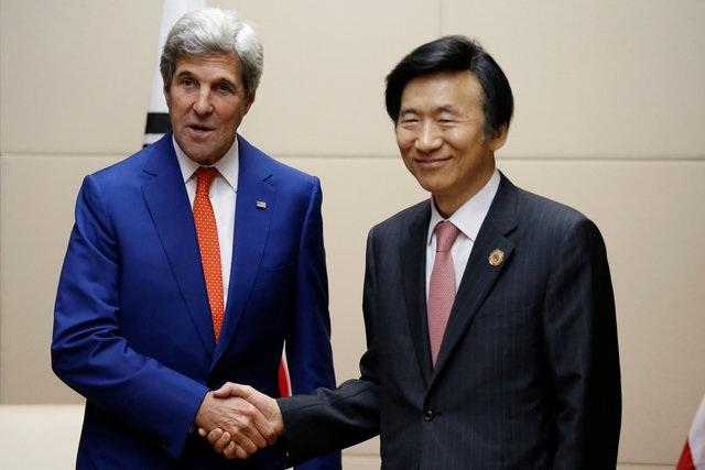 Ngoại trưởng Mỹ John Kerry và Ngoại trưởng Hàn Quốc Yun Byung-se(Ảnh: Reuters)