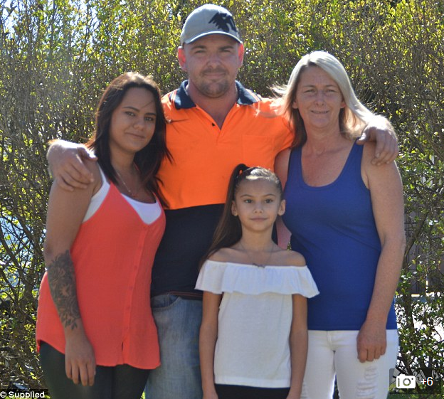 Michelle Hearnden cùng vợ chồng con trai và con gái riêng của Kuiper