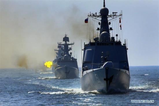 Tàu Nga và Trung Quốc trong cuộc tập trận ở Biển Đông ngày 18/9 (Ảnh: Xinhua)