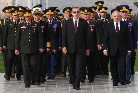 Ông Erdogan đã chủ động giăng bẫy giới tướng lĩnh quân đội?