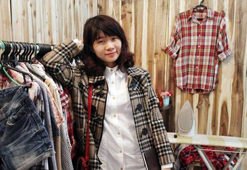 Cô sinh viên 9x mê buôn quần áo hàng thùng