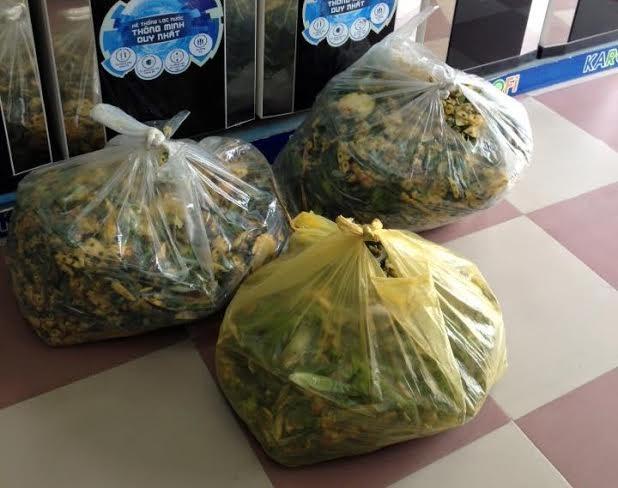 Vỏ hoa quả được dùng để ủ phân