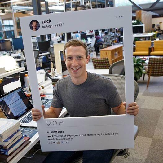 CEO Facebook vô tình để lộ mẹo bảo mật thô sơ - 1