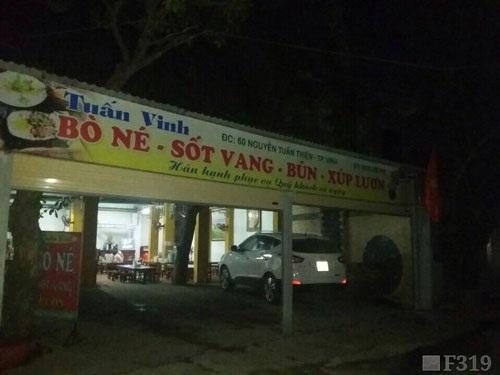 Bên ngoài địa chỉ MTM là một quán ăn.