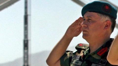 Tư lệnh Quân đoàn 1 Umit Dundar, người được coi là cứu tinh của ông Erdogan