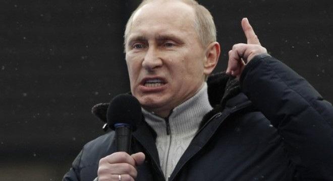 """Thú tiêu hoang của những đứa trẻ nhà giàu đã khiến ông Putin vô cùng giận dữ, ông nói:""""Trong thời kỳ Xô Viết, nhiều người phô trương sự giàu có của bản thân bằng cách cấy răng vàng. Những chiếc xe Lamborghinis cùng những thứ xa xỉ kia ở thời điểm hiện tại chính là hiện thân của những chiếc răng vàng kia"""". (ảnh: KT)."""