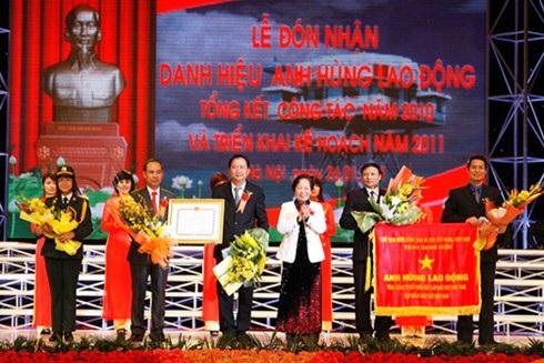 PVC đón nhận Danh hiệu Anh hùng Lao động vào ngày 26/1/2011 (Ảnh: PVC)