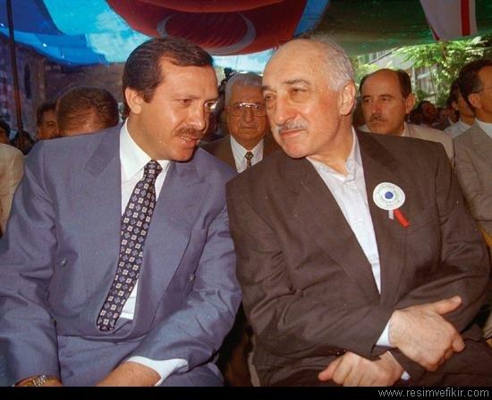Erdogan (trái) và Gulen từng có một thời là đồng minh thân tín