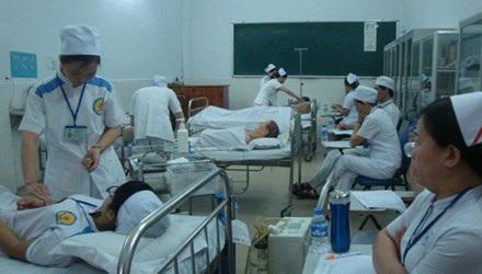 Sinh viên trường trung cấp Ánh Sáng trong một buổi thực tập.