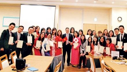 Đoàn JENESYS 2015 nhóm báo chí Việt Nam trong đợt học tập tại Nhật Bản.