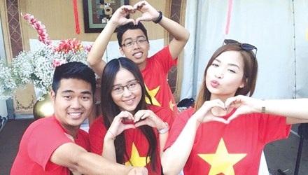 Nguyễn Mai Sơn (hàng đầu, bên trái) mong muốn T.Ư Đoàn có nhiều kênh thông tin để tuyên truyền các hoạt động Đoàn, Hội cho các du học sinh.