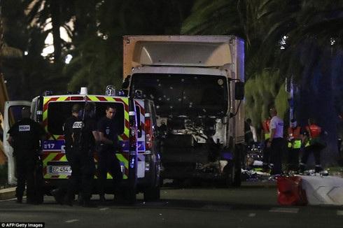 Hiện trường vụ tấn công khủng bố ở Nice, Pháp. (ảnh: AFP).