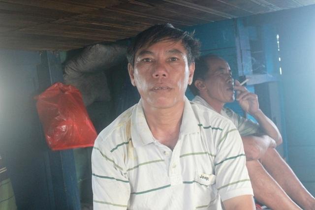 Ngư dân Hồ Văn Bé cho biết việc đánh bắt của bà con hiện nay gặp không ít khó khăn do tâm lý của người dân còn e ngại