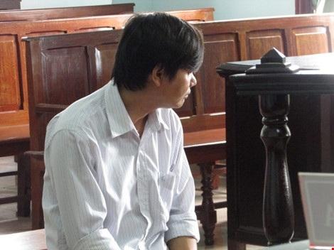 Bị cáo Nguyễn Quốc Thuận chờ tòa nghị án ngày 18-5. Ảnh: N.NAM