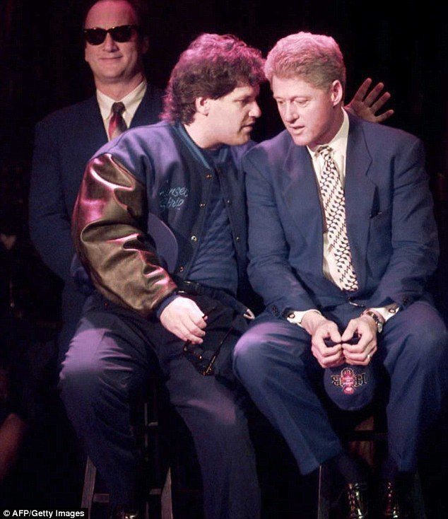 Roger bị Mật vụ Mỹ đặt cho biệt danh Cơn đau đầu thời ông Bill Clinton còn cầm quyền (Nguồn: Daily Mail)