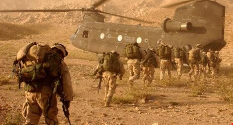 Binh lính Mỹ lên một chiếc trực thăng ở Afghanistan. Nguồn: Sputnik