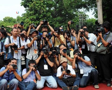Các nhà báo tác nghiệp (ảnh: KT)