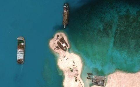 Hình ảnh vệ tinh về việc Trung Quốc cải tạo phi pháp bãi Vành Khăn thuộc quần đảo Trường Sa thành đảo nhân tạo. Ảnh AP