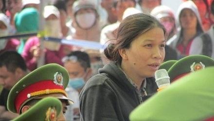 Bà Trần Thị Trinh trong phiên toà sơ thẩm vụ thảm sát Bình Phước diễn ra vào tháng 12-2015.