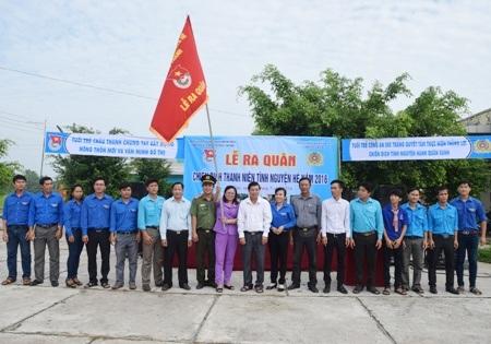 Tuổi trẻ Công an tỉnh Sóc Trăng ra quân thực hiện chiến dịch Thanh niên tình nguyện hè 2016.