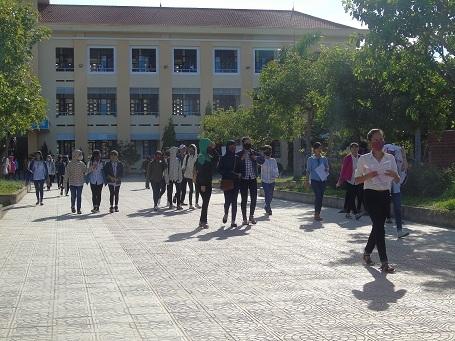 Các thí sinh hoàn thành bài thi môn Ngoại ngữ