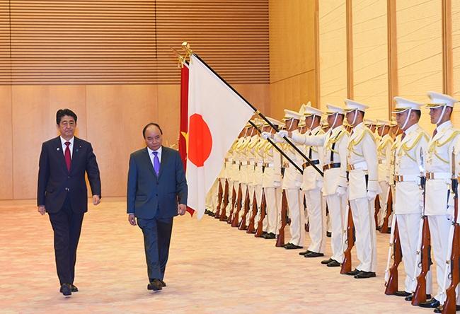 Lễ đón Thủ tướng Nguyễn Xuân Phúc tại Phủ Thủ tướng Nhật Bản. Ảnh: VGP/Quang Hiếu
