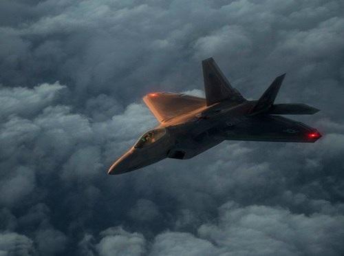 Mỹ đã triển khai F-22 chống khủng bố từ tháng 4-2015