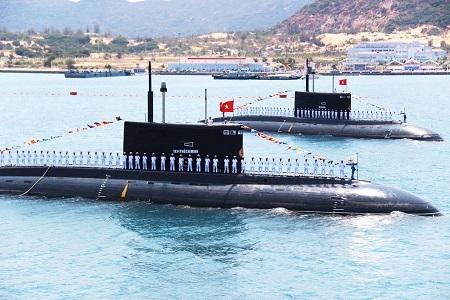 Tàu ngầm lớp Kilo tại Cảng Cam Ranh. (Ảnh: Viết Hảo)