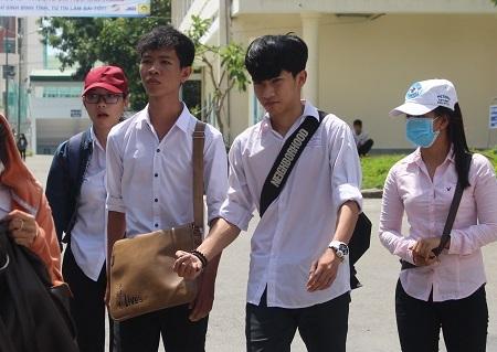 Thí sinh dự thi THPT quốc gia tại điểm thi ĐH Nha Trang - Ảnh: Viết Hảo