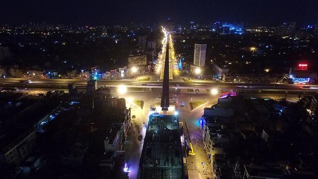 Giao lộ 4 tầng Khuất Duy Tiến - Nguyễn Trãi cũng là điểm nút giao thông quan trọng ở cửa ngõ phía Tây Nam của Hà Nội, cùng các hệ thống giao lộ bề thế khác góp phần hình thành mạng lưới giao thông đô thị hiện đại ở Thủ đô.