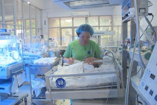 Chăm sóc cho trẻ ra đời từ thụ tinh trong ống nghiệm tại Bệnh viện Phụ sản trung ương